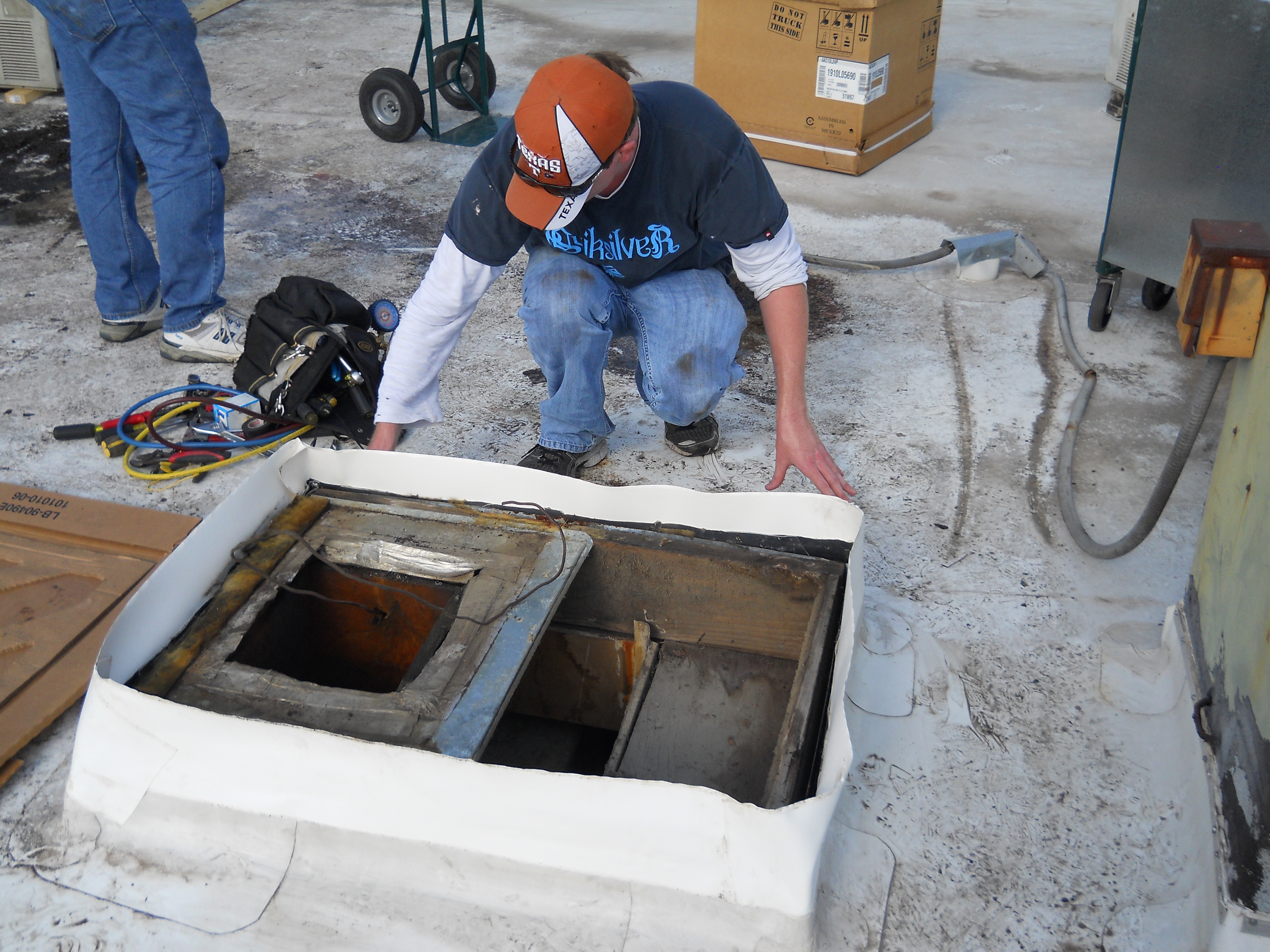Light Commercial » Preparing For New Roof Curb Installation